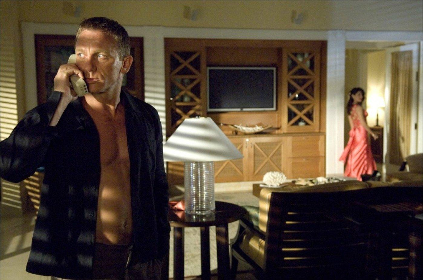 Сценарій фільму Казино Рояль безкоштовно скачати емулятор Іра казино гараж для автостоянки