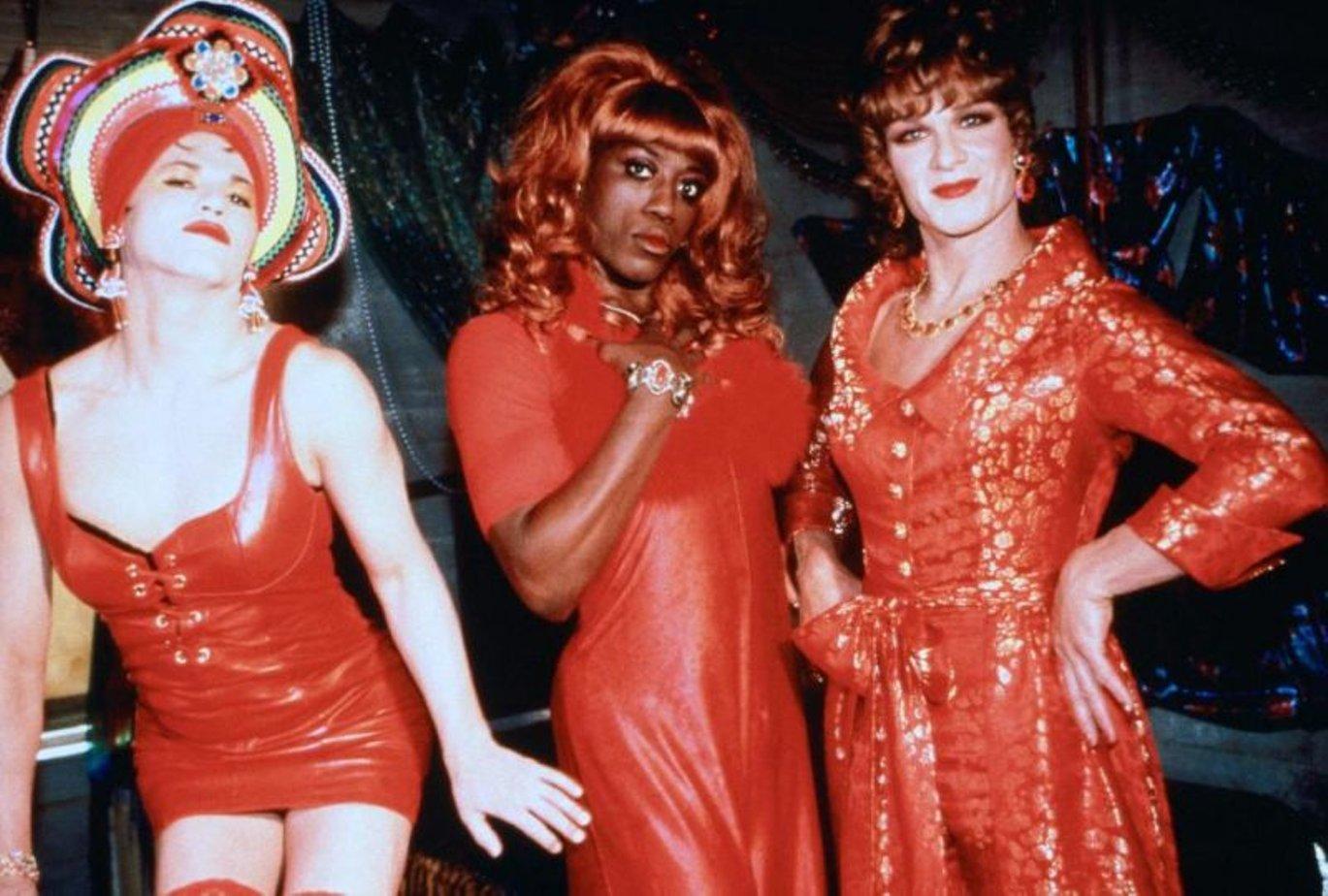 podglyadivanie-devushkami-film-pro-transvestitov-lask-polovogo-chlena