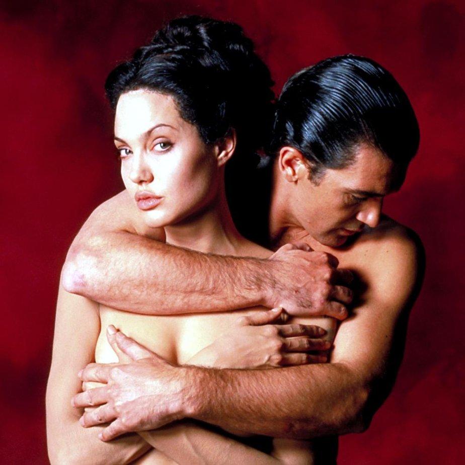 eroticheskie-filmi-s-dzholi-onlayn