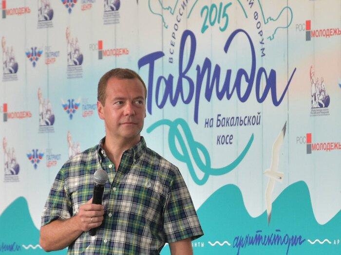 Медведев поддержал законопроект о введении НДС для зарубежных фильмов в кинотеатрах РФ