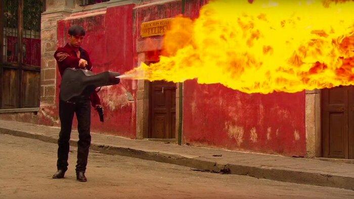 Умелец из YouTube собрал удивительные оружия киногероев в видео