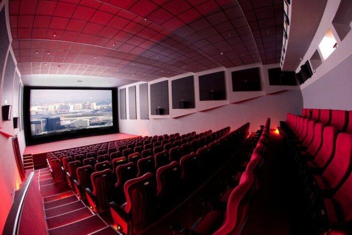 Власти Москвы намерены запретить проход в кинозалы с алкогольными напитками