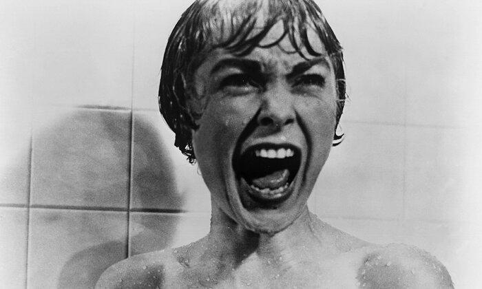 Джейми Ли Кёртис воспроизвела сцену из «Психо»