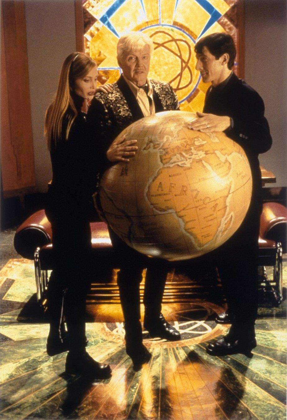 Смотреть Супердетки: Вундеркинды 2 (Superbabies: Baby Geniuses 2, 2004) видео