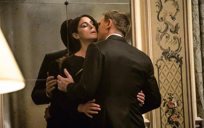Касса России: зрители продолжают смотреть «007: Спектр»