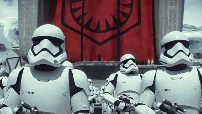Марк Хэмилл в костюме штурмовика пообщался с фанатами «Звёздных войн»