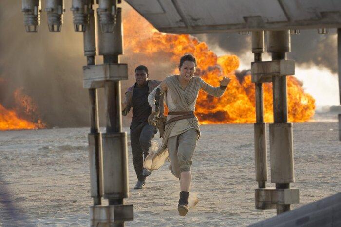 Новый эпизод «Звёздных войн» стал третьим самым кассовым фильмом в истории