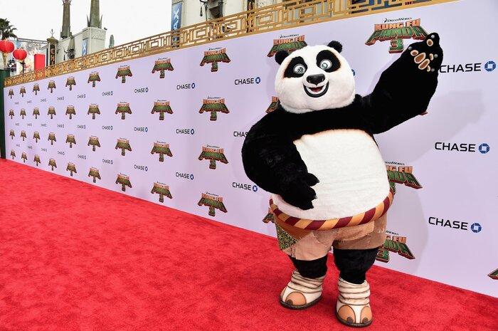 Фото дня: Панда По посетил премьеру мультфильма «Кунг-фу Панда 3» в Калифорнии