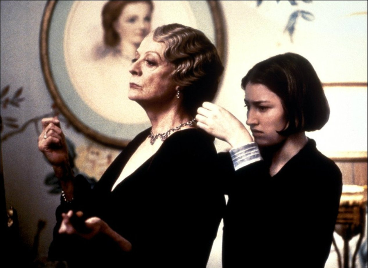 gosford park Gosford park is a 2001 film, set in 1932, showing the lives of upstairs guests and downstairs servants at a party in a country house in england directed by robert altman.