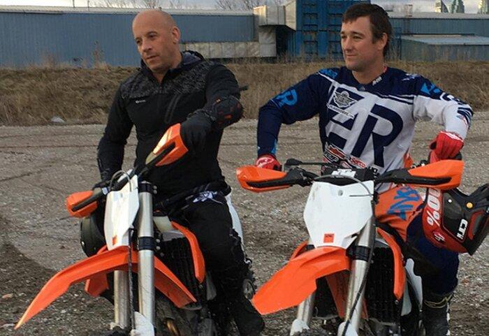 Вин Дизель гоняет на мотоцикле на съёмках фильма «Три икса: Возвращение Ксандера Кейджа»