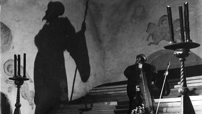 «Иван Грозный», «Иду своим путём», «Газовый свет» и другие хиты 1944 года