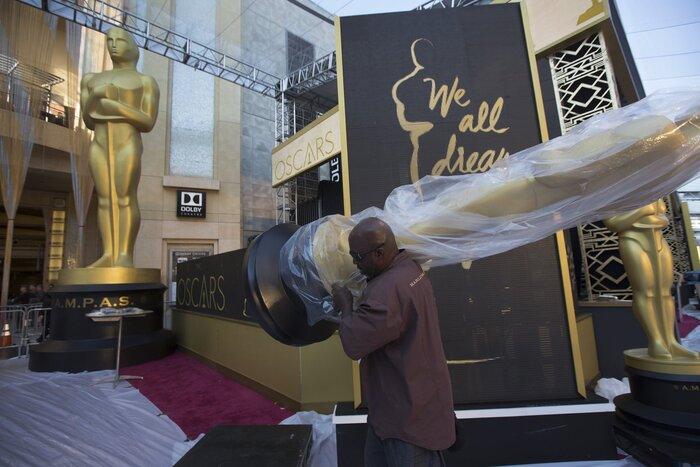 Фото дня: завершается подготовка к вручению премии «Оскар»