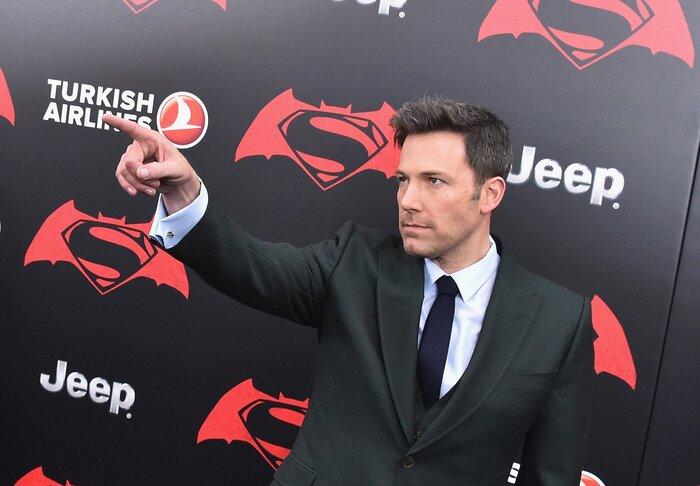 Фото дня: Бен Аффлек представил нового Бэтмена Голливуду