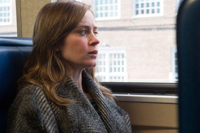 «Девушка в поезде»: Премьера дублированного трейлера