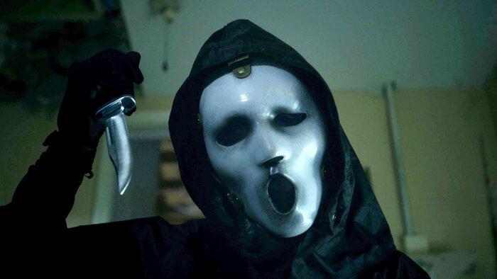 Призрачное лицо возвращается в трейлере пугающего продолжения сериала «Крик»