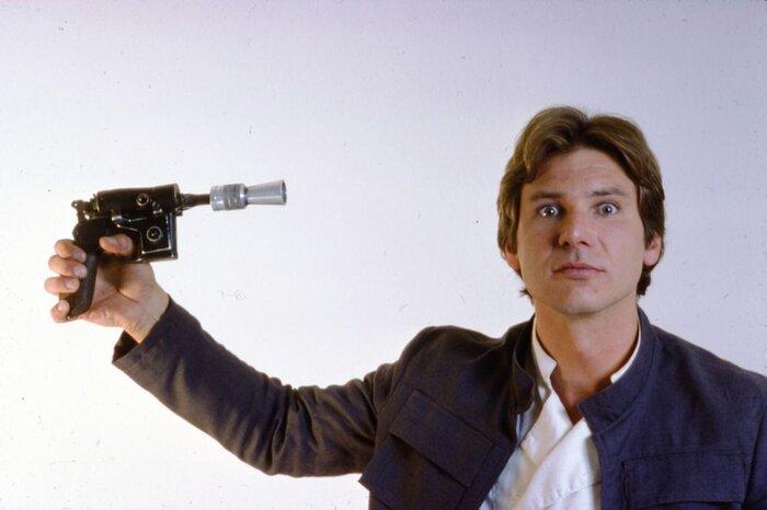 Фанатам «Звёздных войн»: Представлен уникальный бластер молодого Хана Соло в спин-оффе космической саги