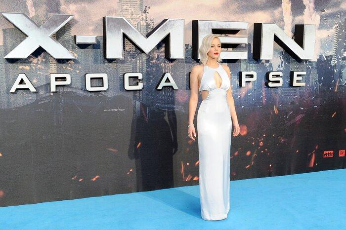 Фото дня: На премьере фильма «Люди Икс: Апокалипсис» Дженнифер Лоуренс вновь продемонстрировала свои прелести