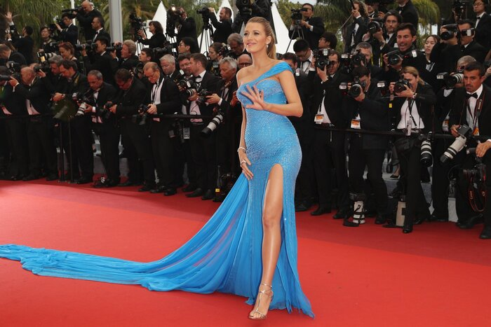 Самый броский наряд Каннского фестиваля: Блейк Лайвли в платье от Versace