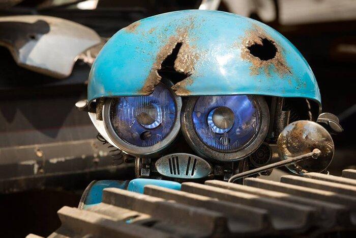 «Трансформеры 5»: Майкл Бэй представил милого робота