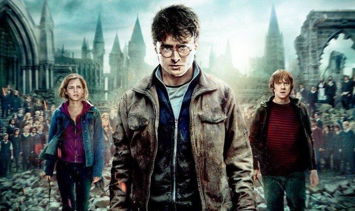 Звезда «Гарри Поттера» побрился налысо и сыграл нациста. Видео