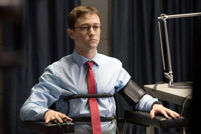 «Американское правительство постоянно врёт»: Оливер Стоун объяснил, почему снял «Сноудена»