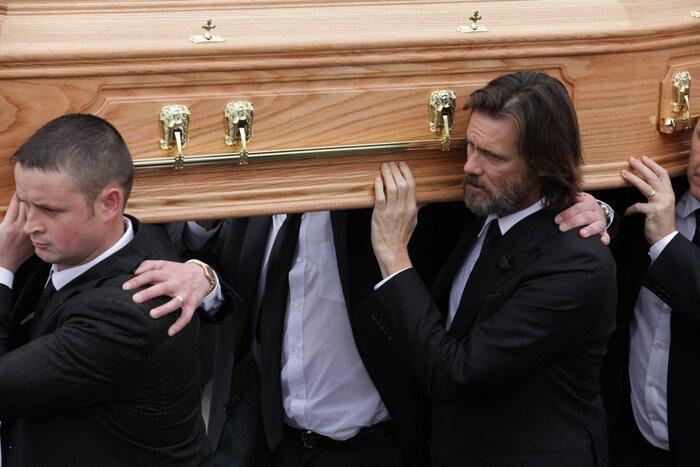 Джим Керри прокомментировал слухи о своей причастности к самоубийству бывшей девушки