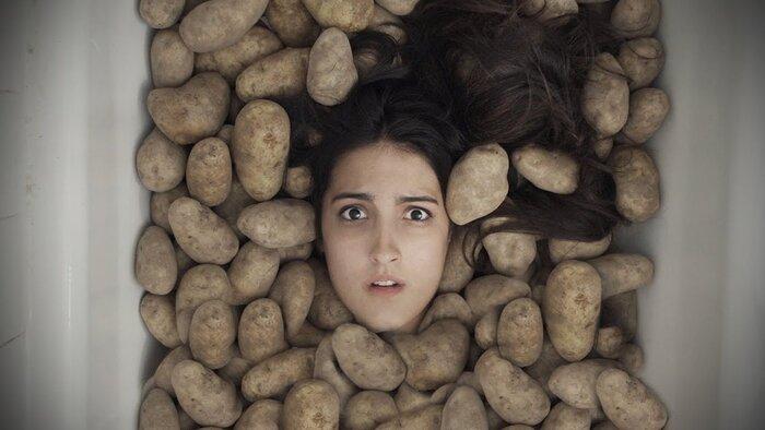 «Картофель-убийца возвращается»: семейная пара сняла пародийный трейлер фильма ужасов