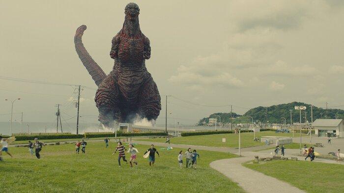 Годзилла разрушает Токио в новом видео японского блокбастера