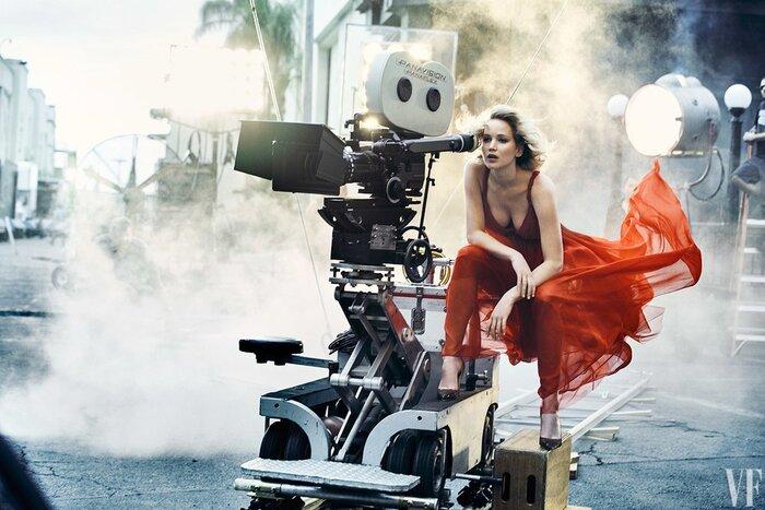 Дженнифер Лоуренс раздевается в фотосессии для Vanity Fair