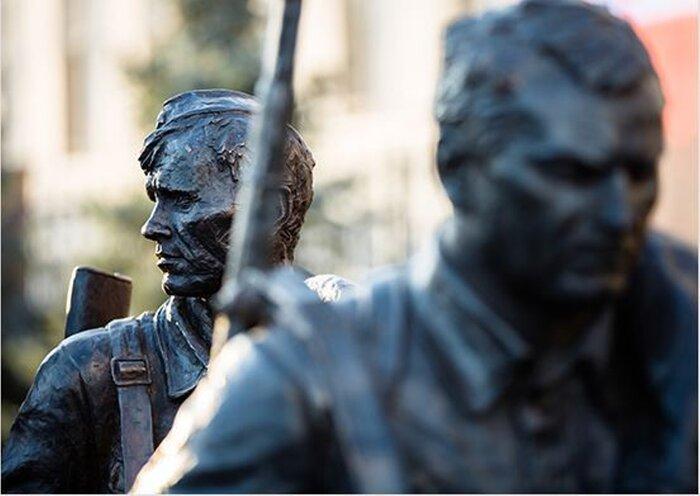 Министр обороны России Сергей Шойгу открыл скульптурную композицию «Они сражались за Родину»