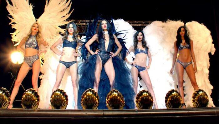 Ангелы Victoria's Secret раздеваются в Опера Гарнье в новом видео Майкла Бэя