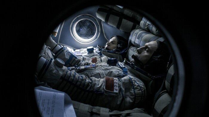 По следам «Гравитации»: «Время первых» и «Салют-7» идут след в след