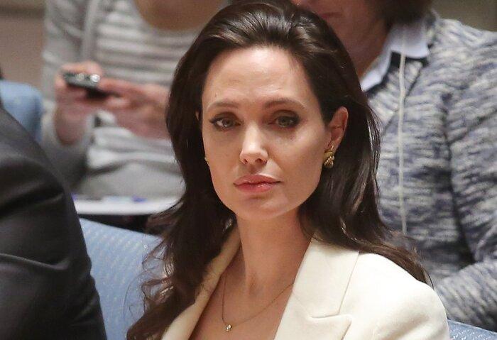 Анджелина Джоли впервые после начала бракоразводного процесса появилась на публике. Фото