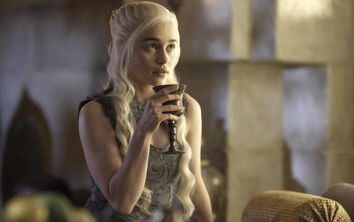 Эмилия Кларк не хочет сниматься в «Игре престолов» из-за шампанского
