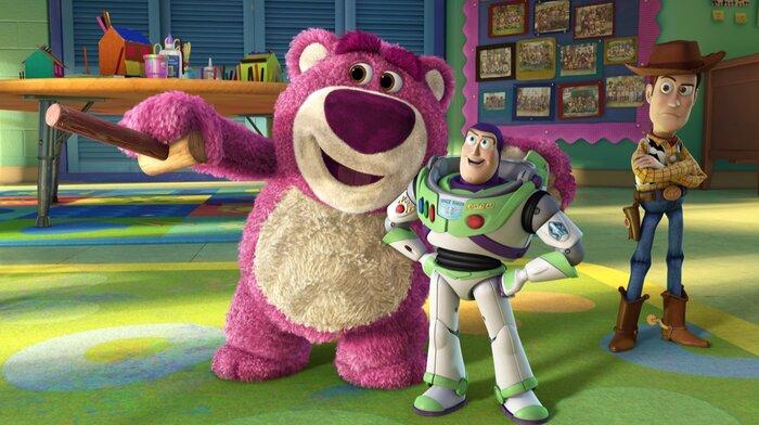 В мультфильмах студии «Пиксар» все персонажи связаны другом с другом. Видео