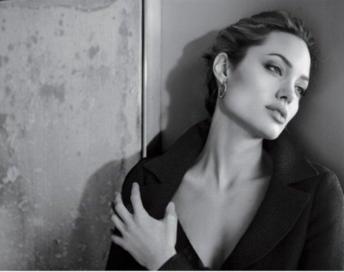 Анджелина Джоли стала лицом крупного косметического бренда