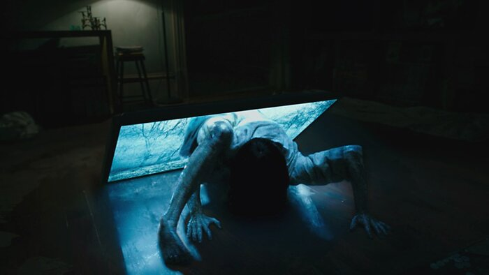 Фильм ужасов наяву: девочка из «Звонка» вылезла из телевизора в магазине