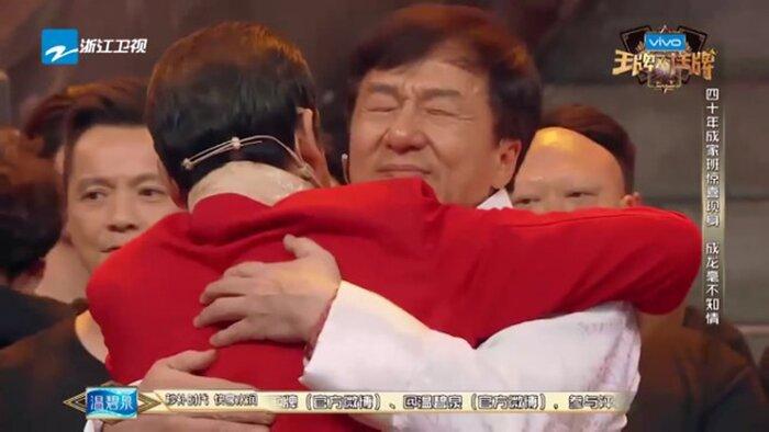 Джеки Чан расплакался на телешоу. Видео
