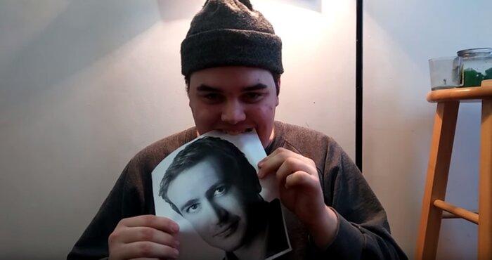Американец каждый день съедает фото любимого актёра. Видео