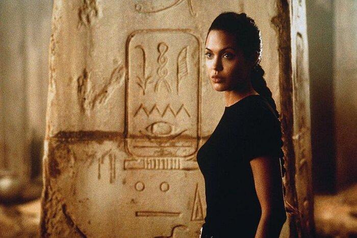 Фото дня: Анджелина Джоли представила свой новый фильм камбоджийскому королю