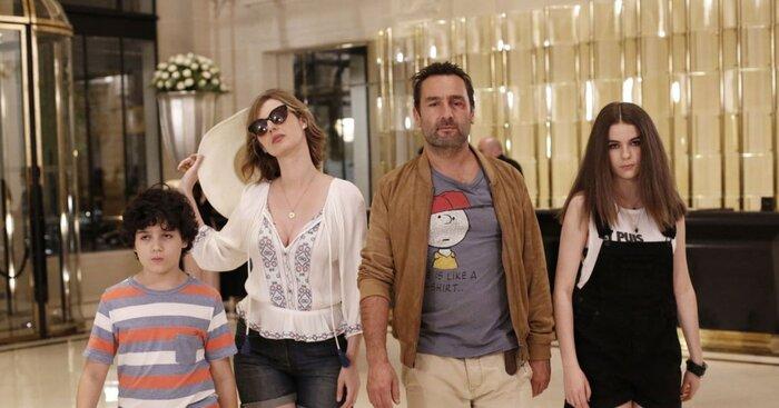 Французская касса уикенда: Комедия «Под одной крышей» вторую неделю противостоит голливудским блокбастерам