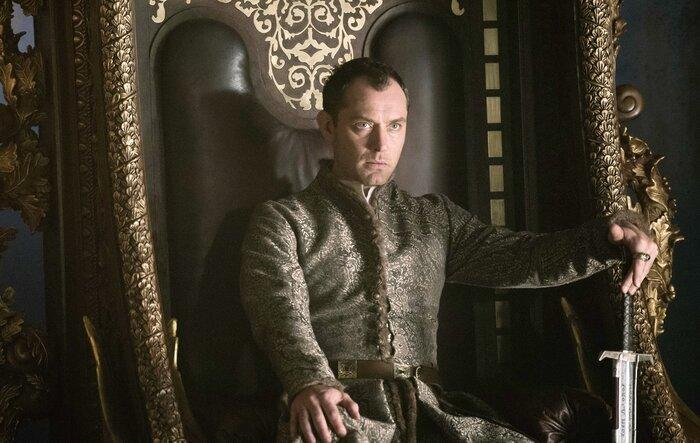 Касса четверга: «Меч короля Артура» Гая Ричи собрал на старте больше «Агентов А.Н.К.Л.»