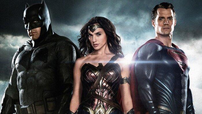 Супермен, Бэтмен и Чудо-женщина летают по школам и магазинам в рекламе Walmart