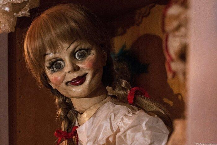 Кукла-демон Аннабель напугала посетителей магазина. Видео