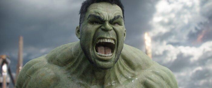 «Тор: Рагнарёк» уже в кино: отзывы критиков
