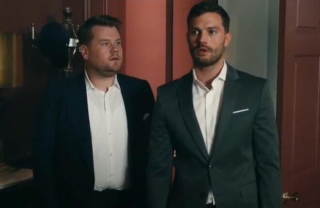 Звезда «50 оттенков» Джейми Дорнан играет в эротической пародии на фильм в паровозики
