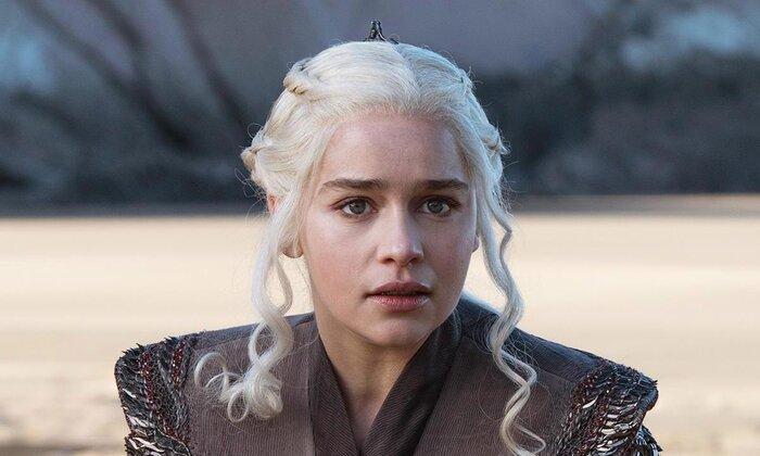 Эмилия Кларк показала закулисье «Игры престолов». Видео