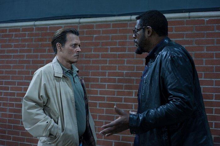 Герой Джонни Деппа расследует убийство Тупака Шакура. Трейлер«Города лжи»