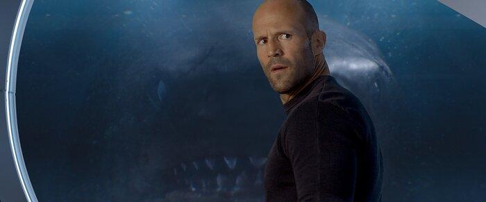 «Мег: Монстр глубины»: герой Стэйтема против 20-метровой акулы. Видео