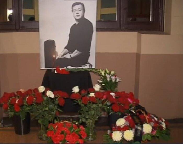 В «Ленкоме» простились с Николаем Караченцовым